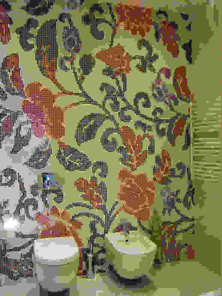 Светлая четырёхкомнатная квартира Ванная комната в эклектичном стиле от Дизайн В Стиле Эклектичный