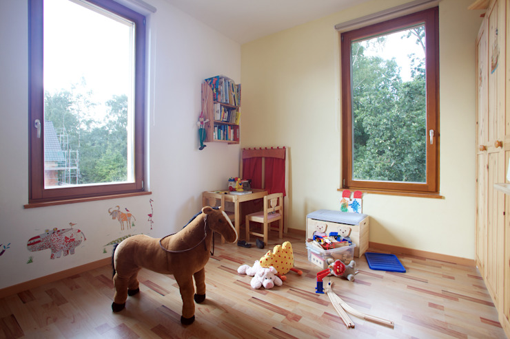 Śródziemnomorski pokój dziecięcy od Massiv mein Haus aus Mauerwerk Śródziemnomorski