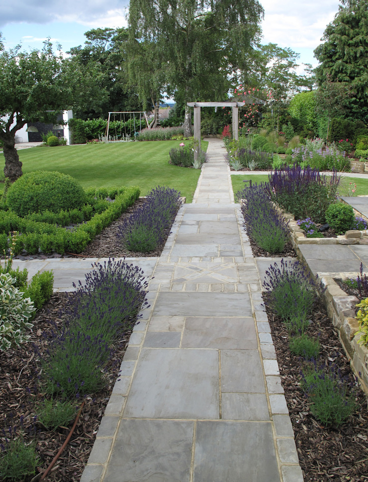 Traditional and Contemporary Mix Cherry Mills Garden Design Giardino rurale