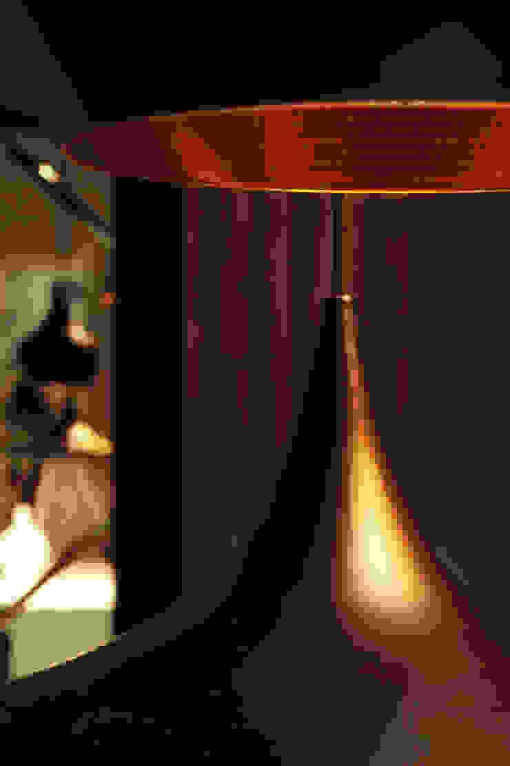 Интерьер сетевого суши-бара Apolonov Interiors Стены и пол в эклектичном стиле