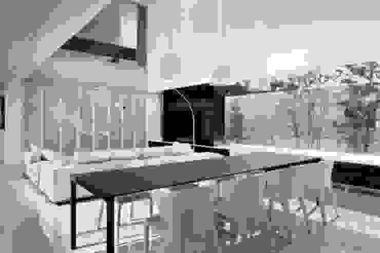 Modern dining room by Mアーキテクツ|高級邸宅 豪邸 注文住宅 別荘建築 LUXURY HOUSES | M-architects Modern