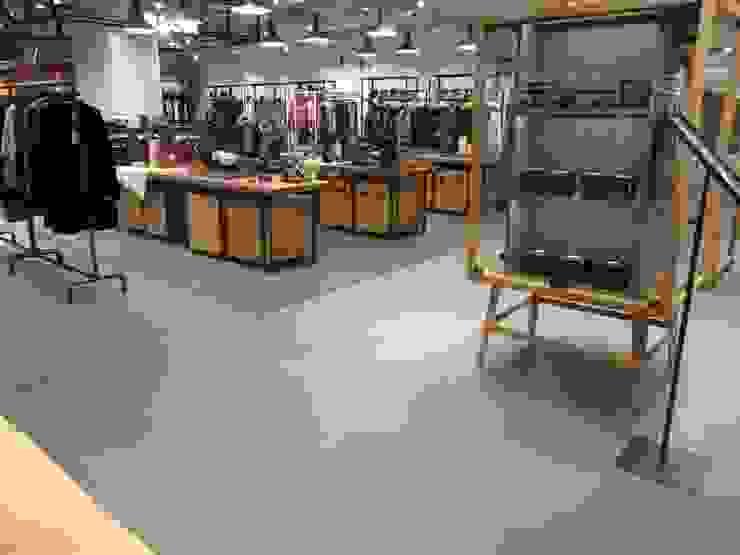 COEX Mall Premium Brand <q> R A U M </q> 빈크리트 시공 인더스트리얼 벽지 & 바닥 by 빈flow 인더스트리얼