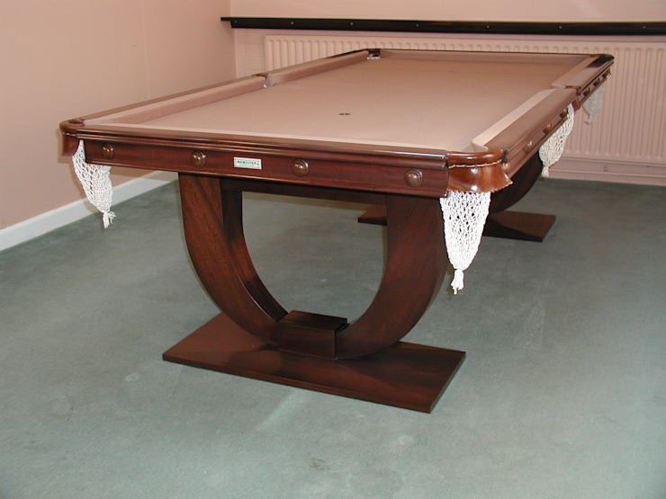 7ft Ariel Convertible Dining Table with tan cloth de HAMILTON BILLIARDS & GAMES CO LTD Moderno
