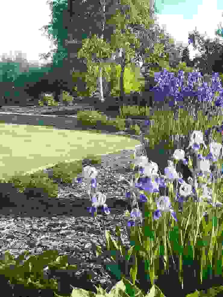 Ogród w pięknych kolorach. od STYLOWE OGRODY