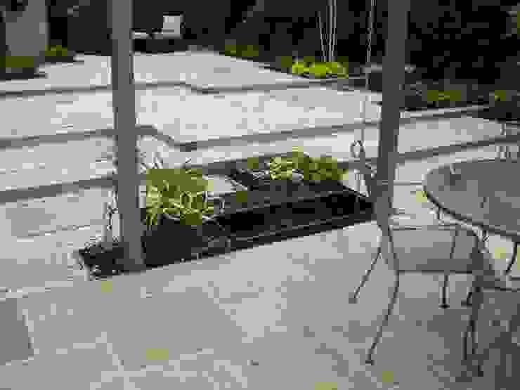 Low Maintenance Garden Eclectic style garden by Cherry Mills Garden Design Eclectic