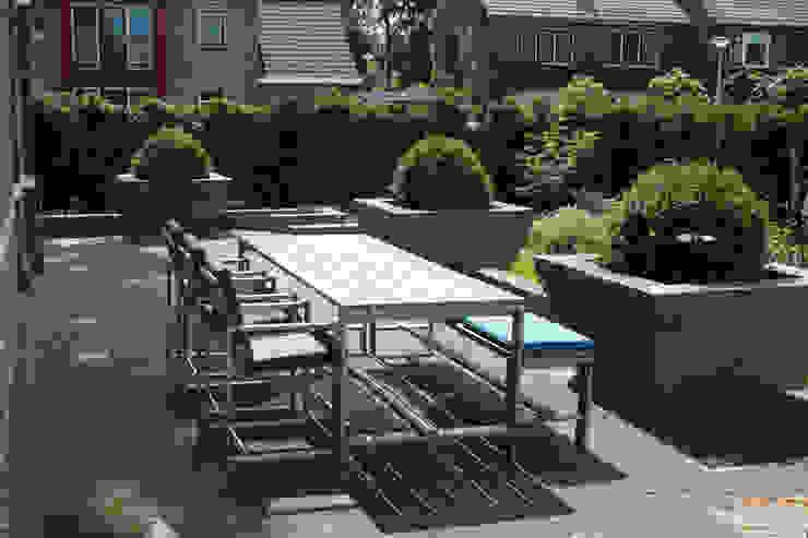 Inrichting diverse terrassen bij particuliere woning: modern  door Vormad - Sittingimage, Modern