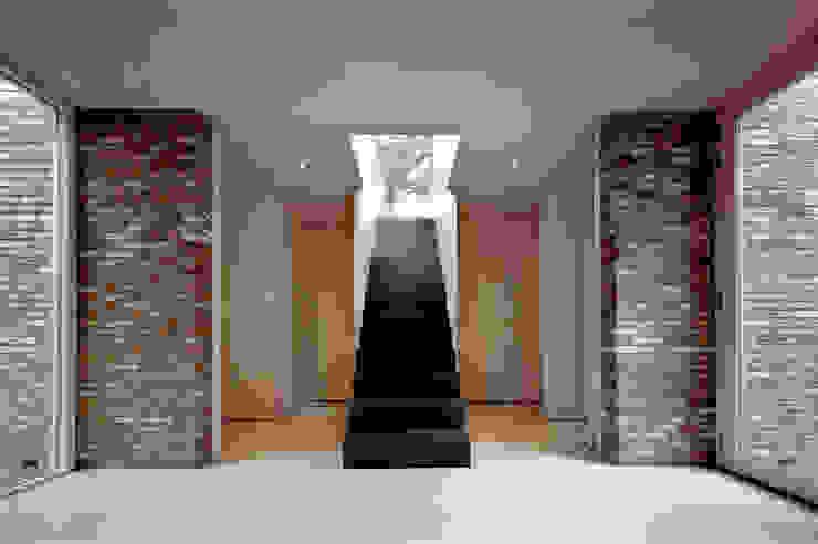 villa Bergen II Moderne gangen, hallen & trappenhuizen van paul seuntjens architectuur en interieur Modern