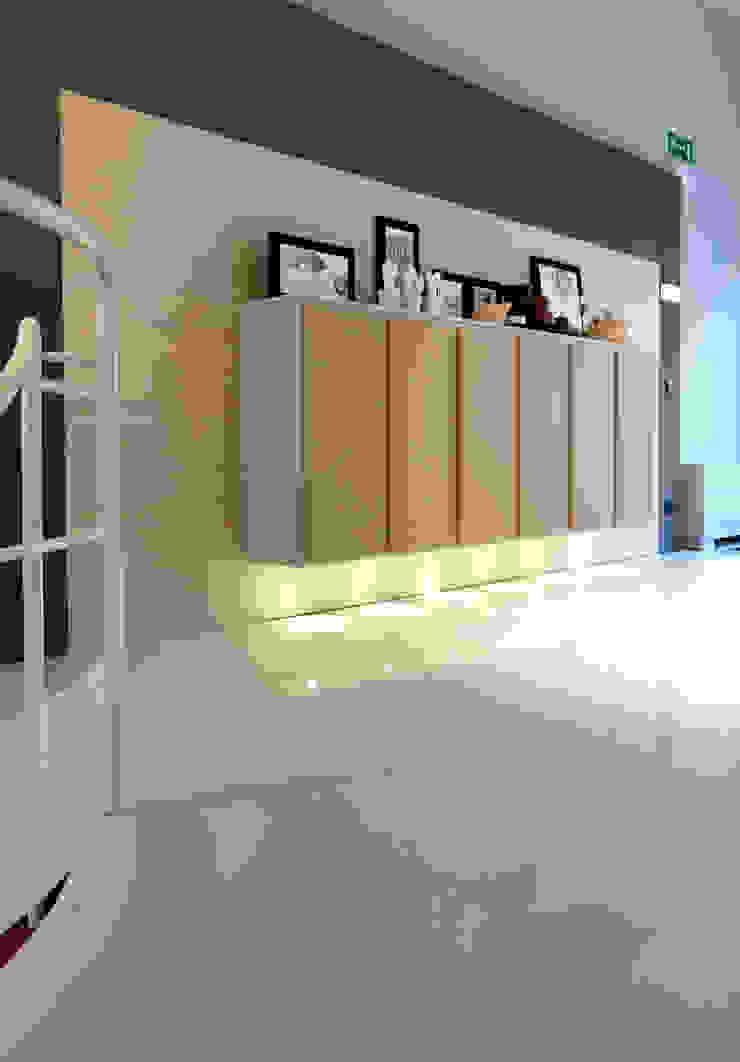 Showroom a Milano Negozi & Locali commerciali in stile minimalista di Vegni Design Minimalista