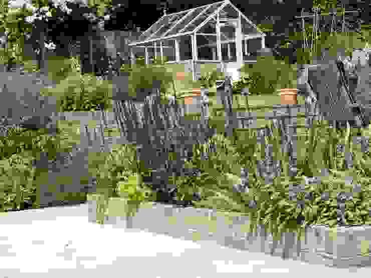 Garden for bees. Cherry Mills Garden Design 庭院