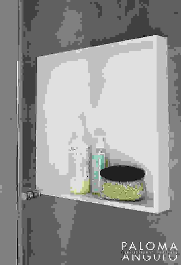 Modern Bathroom by Interiorismo Paloma Angulo Modern