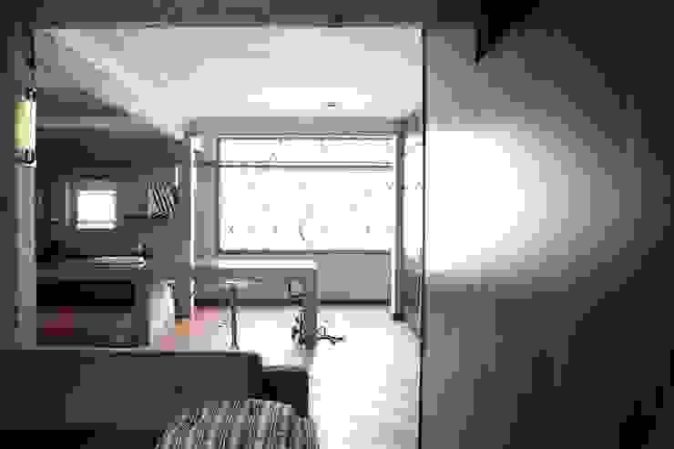Apartamento Facundo Guerra Portas e janelas modernas por MM18 Arquitetura Moderno