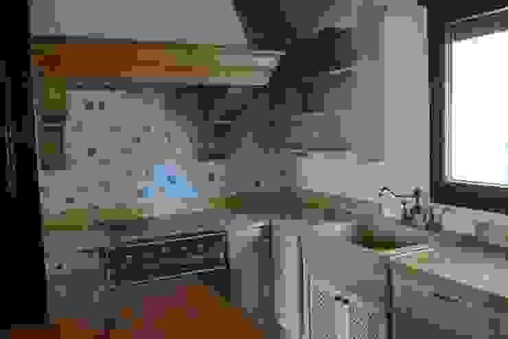 Fregadero de mármol travertino dorado y encimera Cocinas rústicas de Gamahogar Rústico