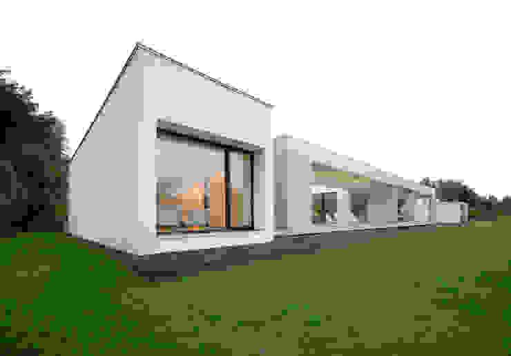 Wohnhaus in Selb Minimalistische Häuser von Osterwold°Schmidt EXP!ANDER Architekten Minimalistisch