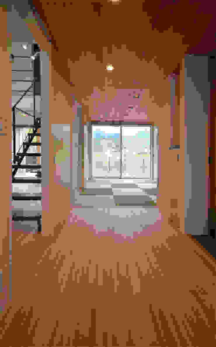 玄関-客間 クラシカルな 壁&床 の トミオカアーキテクトオフィス クラシック