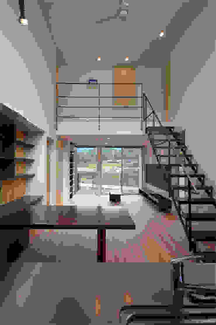 ダイニング-リビング モダンデザインの リビング の トミオカアーキテクトオフィス モダン
