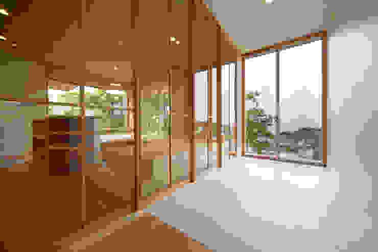 Tei dog's room Pasillos, vestíbulos y escaleras de estilo asiático de キリコ設計事務所 Asiático
