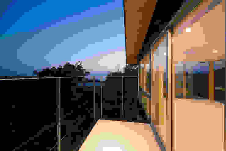 Tei balcony Balcones y terrazas de estilo moderno de キリコ設計事務所 Moderno