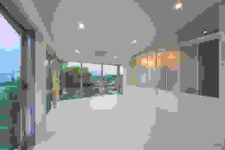 Tei play room Salas multimedia de estilo moderno de キリコ設計事務所 Moderno