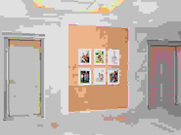 Современная классика Коридор, прихожая и лестница в классическом стиле от Kalista Классический