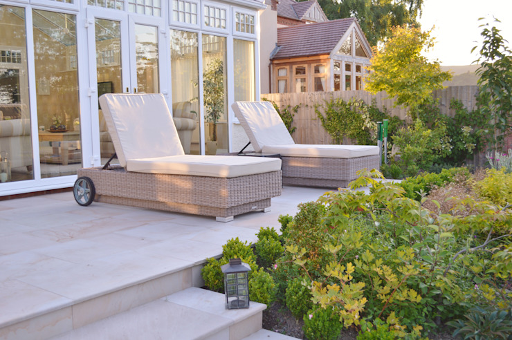 Smooth Natural Sandstone Paving Classic style balcony, veranda & terrace by Unique Landscapes Classic