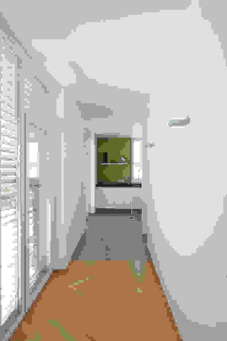 Bild 7 Moderner Flur, Diele & Treppenhaus von Massiv mein Haus aus Mauerwerk Modern