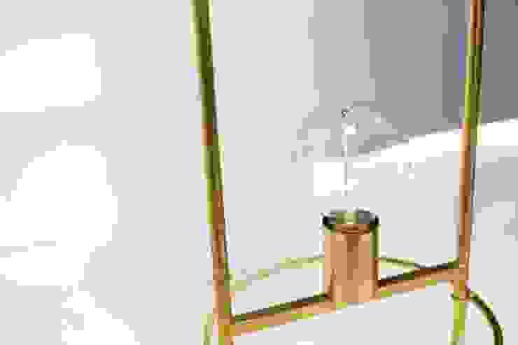 Alistair–sencillez entre la luz y su soporte de CASTELVECIANA ARQUITECTURA Minimalista