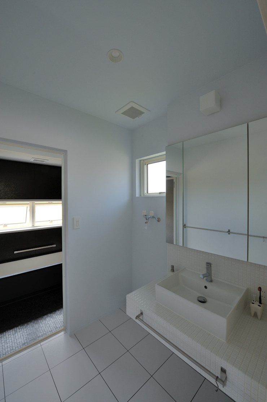 1+n モダンスタイルの お風呂 の 加藤一成建築設計事務所 モダン
