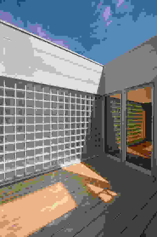 1+n モダンデザインの テラス の 加藤一成建築設計事務所 モダン
