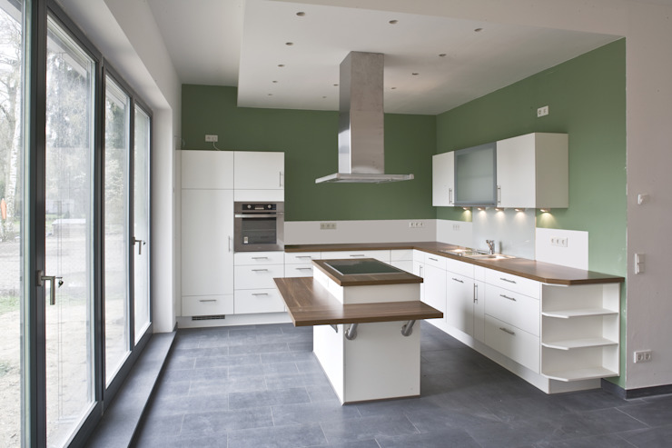 Modern kitchen by Anja Beecken Architekten Modern