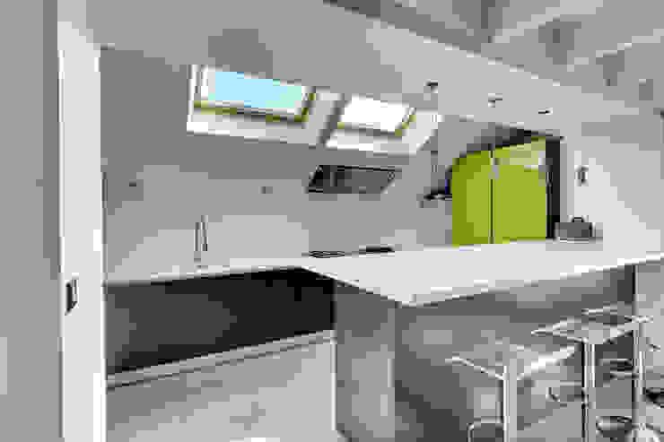 Modern Kitchen by Hadrien Brunner Photographe d'architecture Modern