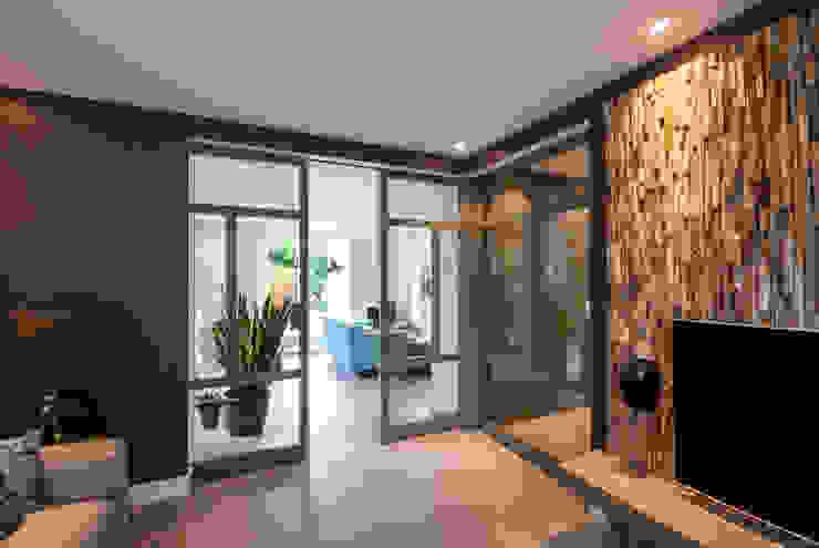 Residential Apartment Scandinavische woonkamers van Wonderwall Studios Scandinavisch