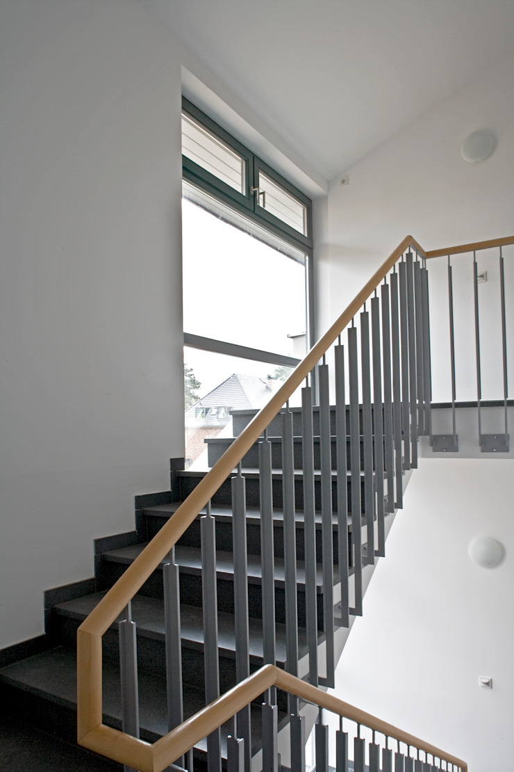 Treppe Moderner Flur, Diele & Treppenhaus von Anja Beecken Architekten Modern
