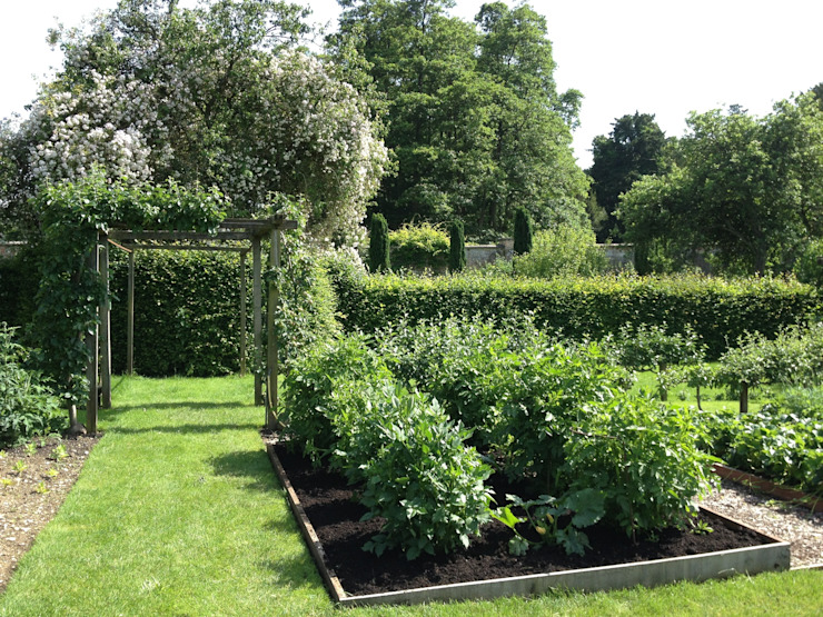 Vegetable garden Roeder Landscape Design Ltd Garten im Landhausstil