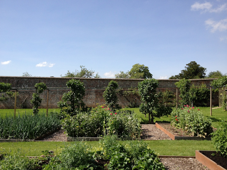 Vegetable garden witihn a country estate Jardines de estilo rural de Roeder Landscape Design Ltd Rural