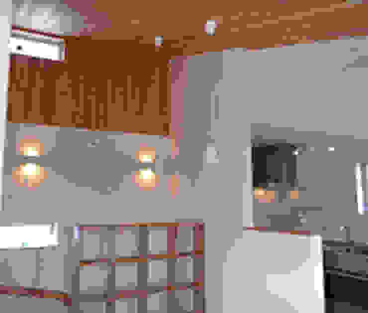 タイトルを入れてください 北欧スタイルの 壁&床 の JIHLAVA & Co. 北欧