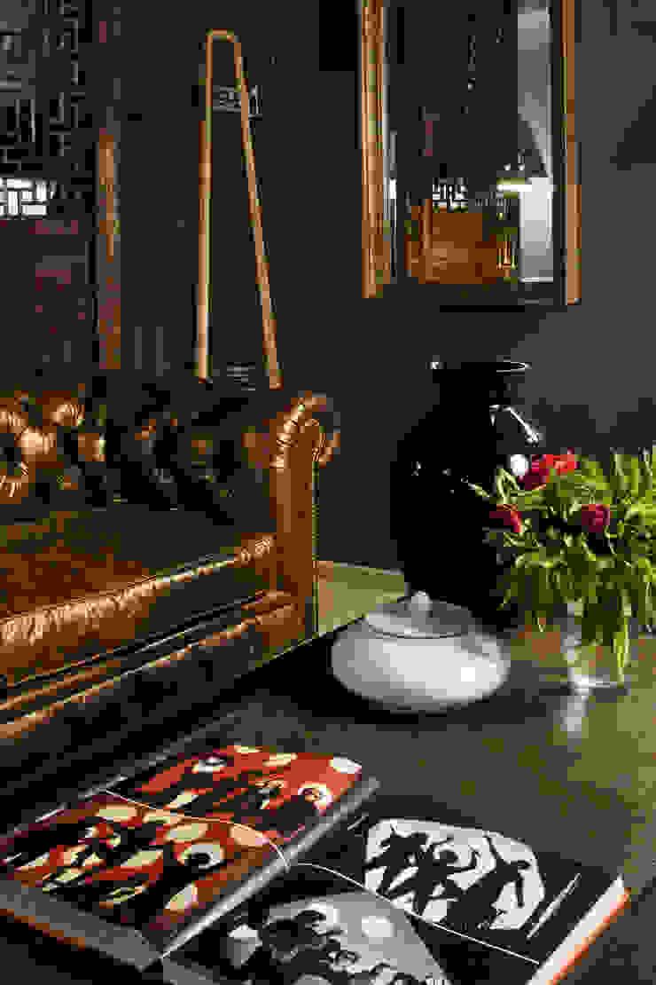 Living room:  de estilo industrial de LUZIO, Industrial