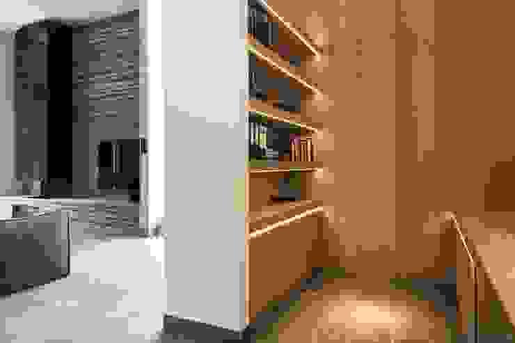 Guesthouse met spa en welness Minimalistische studeerkamer van KleurInKleur interieur & architectuur Minimalistisch