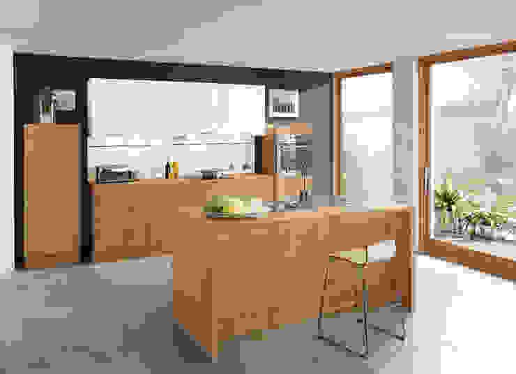 Holzdekore von Impuls Küchen GmbH Klassisch