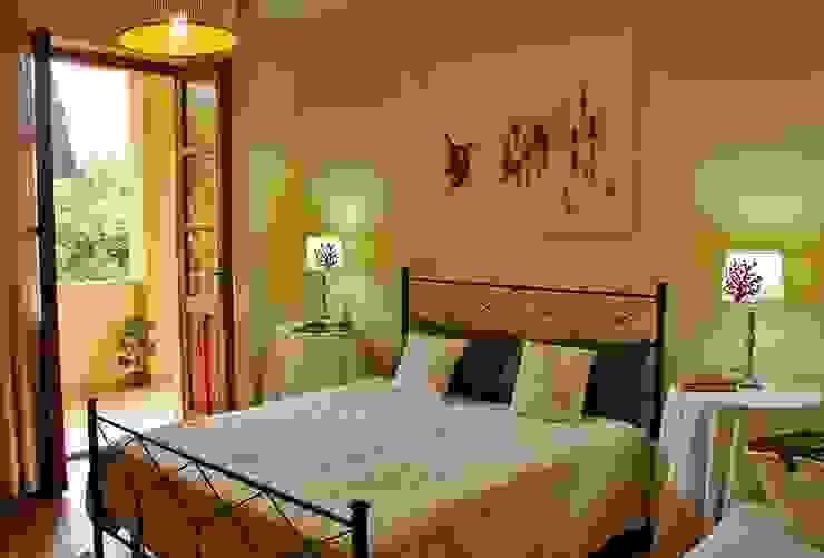 camera da letto dopo l'intervento di allestimento. di Gabriella Pontis