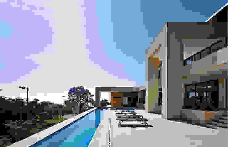 CASA ALFA Casas modernas por João Carlos Moreira Filho & Maria Thereza Terence Moderno