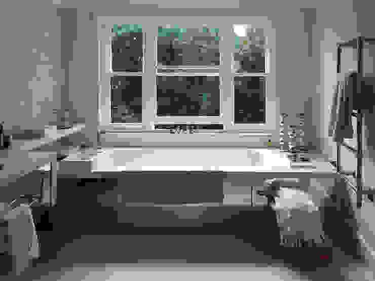 Dents Road, Bathroom by BLA Architects Класичний