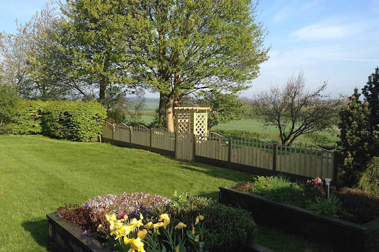Fencing project Atkinsons Fencing Ltd Jardines de estilo escandinavo