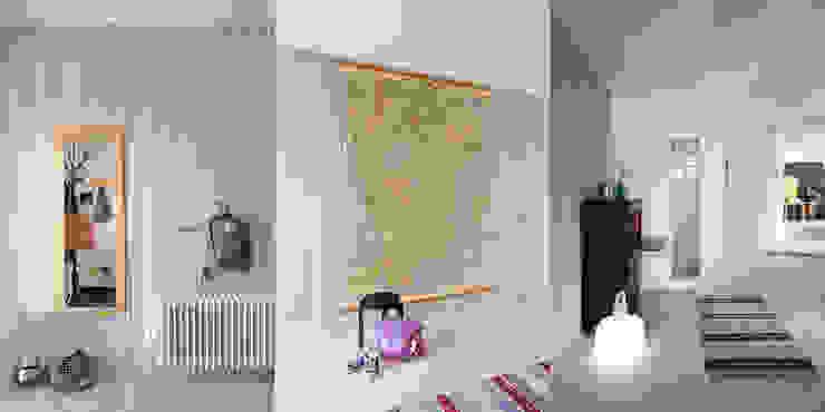 Scandinavian corridor, hallway & stairs by hEMMA Interior Scandinavian