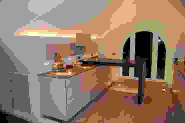Küche: modern  von TS Innenausbau GmbH Schreinerei,Modern