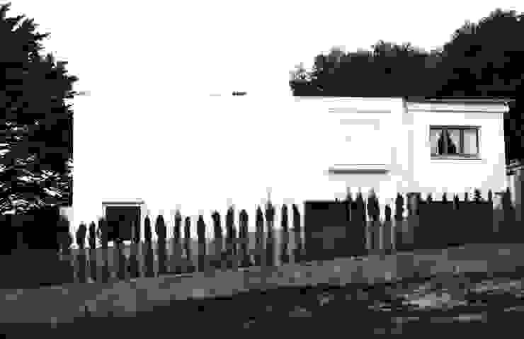Fachada Norte Casas de estilo mediterráneo de LaBoqueria Taller d'Arquitectura i Disseny Industrial Mediterráneo