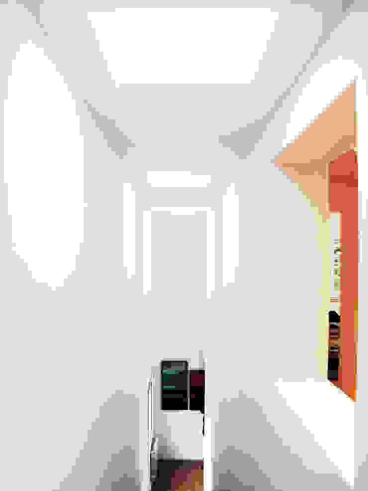 Vista interior Doble Espacio Casas de estilo mediterráneo de LaBoqueria Taller d'Arquitectura i Disseny Industrial Mediterráneo