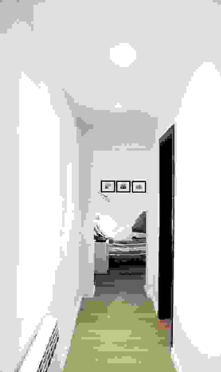 Habitación Suite Casas de estilo mediterráneo de LaBoqueria Taller d'Arquitectura i Disseny Industrial Mediterráneo