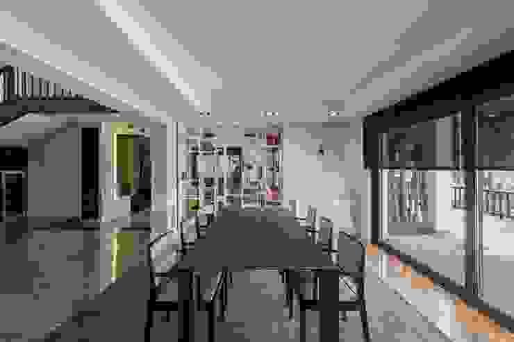 Comedor lineas rectas Comedores modernos de Laura Yerpes Estudio de Interiorismo Moderno