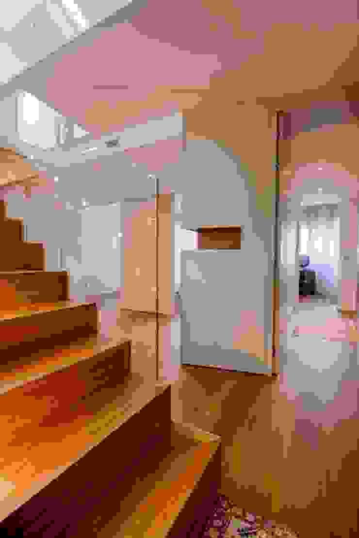 DISTRIBUZIONE SPAZIALE Ingresso, Corridoio & Scale in stile moderno di ARCHITETTO ALESSANDRO PASSARDI Moderno