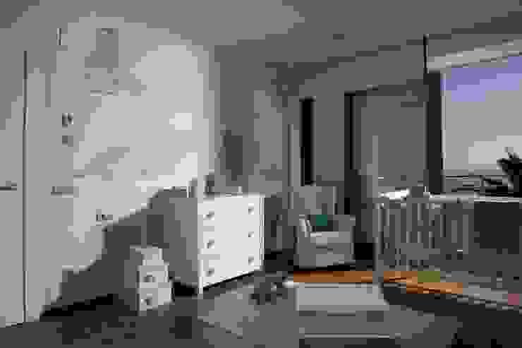 Modern nursery/kids room by Laura Yerpes Estudio de Interiorismo Modern